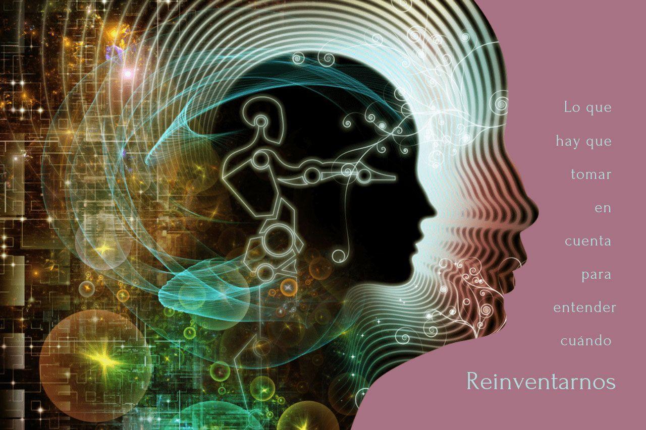 Siluetas de caras con figuras y símbolos simulando todos los factores para reinventarnos