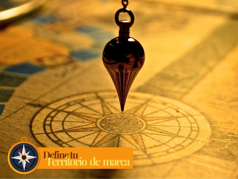 Péndulo sobre mapa para buscar los territorios de marca